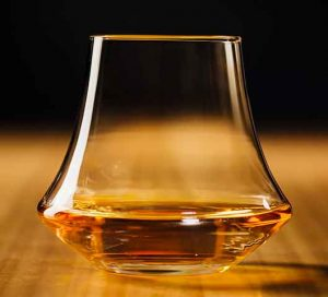 denver-and-liely-whisky_glass